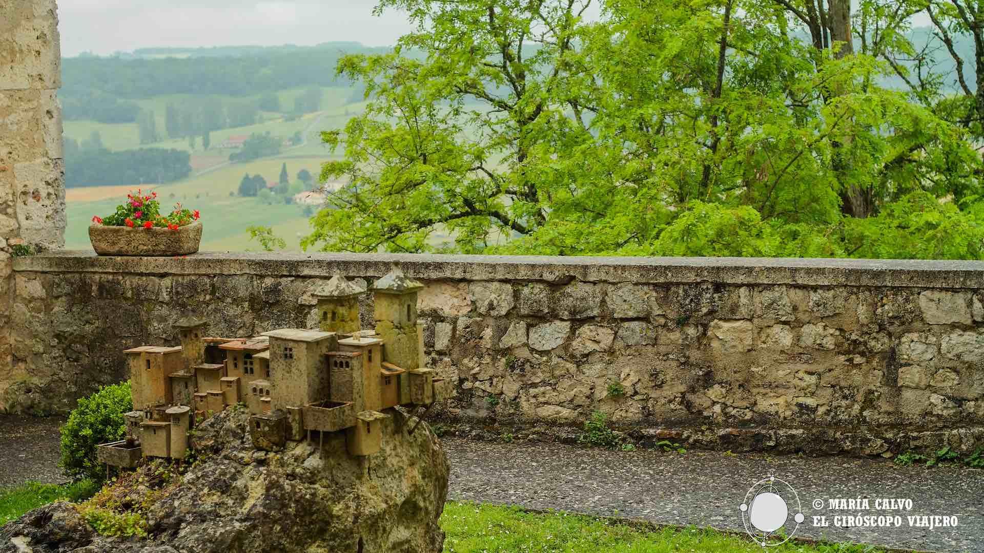 Villa fortificada de Lauzerte, obra de cerámica de Jacques Buchholtz