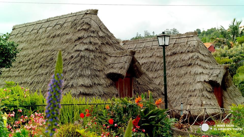 En Santana hay otro tipo de casas, cubiertas completamente de paja