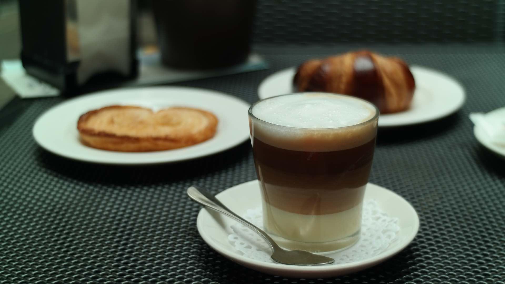 Delicioso barraquito, café bombón de Tenerife