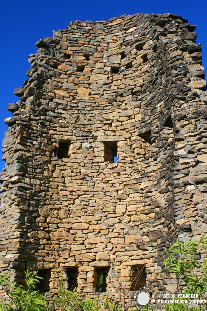Interior de la torre derruida de Montañana