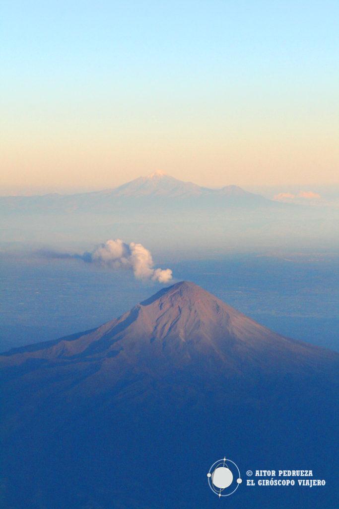 El volcán Popocatepetl desde el avión