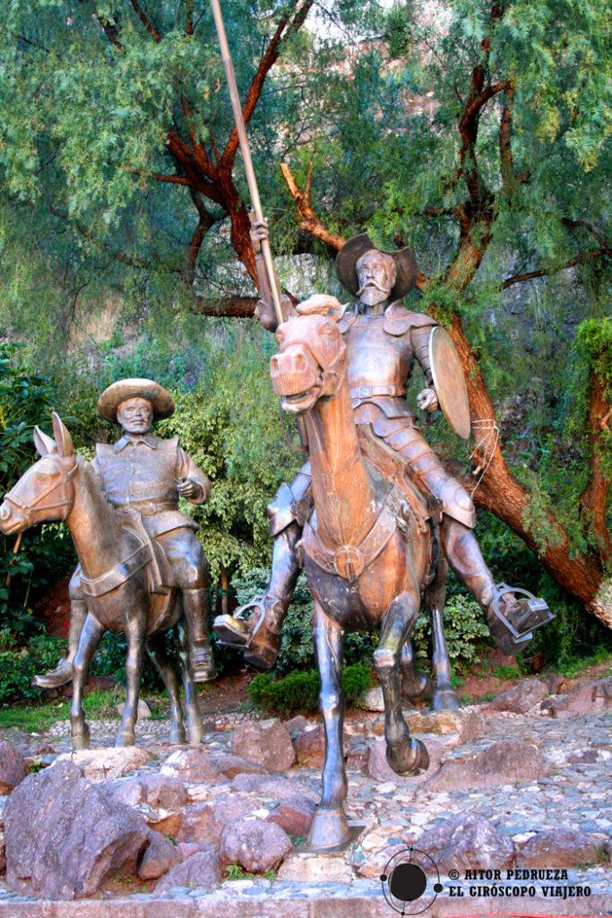 """Don Quijote y Sancho Panza """"trotando"""" por Guanajuato"""