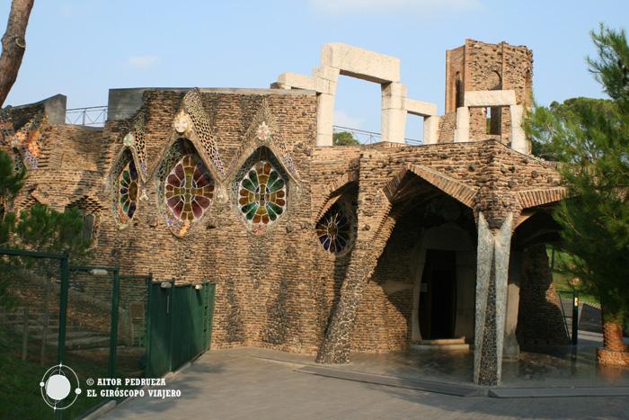 Entrada a la Cripta de Gaudí