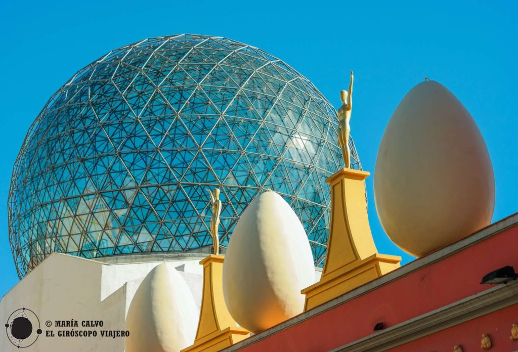 Fascinantes los huevos, la cúpula, las estatuas