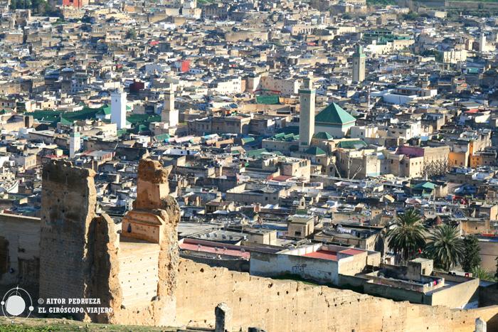Vistas de Fez desde el mirador de las tumbas meriníes
