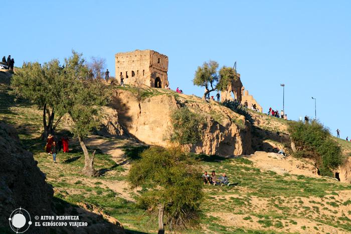 Ladera de la colina donde están las tumbas meriníes de Fez
