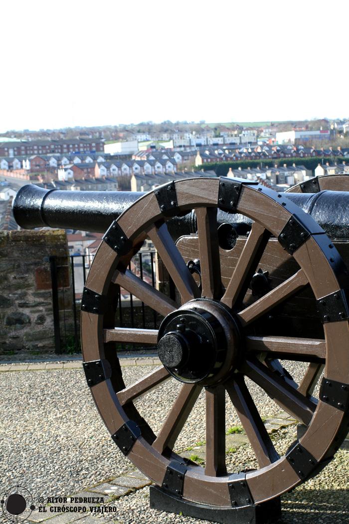 """Uno de los 24 cañones que defendieron las murallas de Derry durante """"el Asedio"""""""