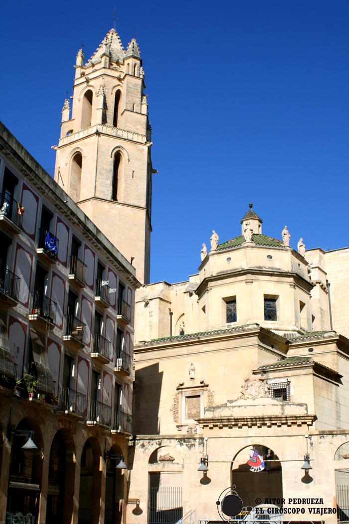Iglesia del Prioral de Sant Pere desde la Plaza de las Peixateries Velles