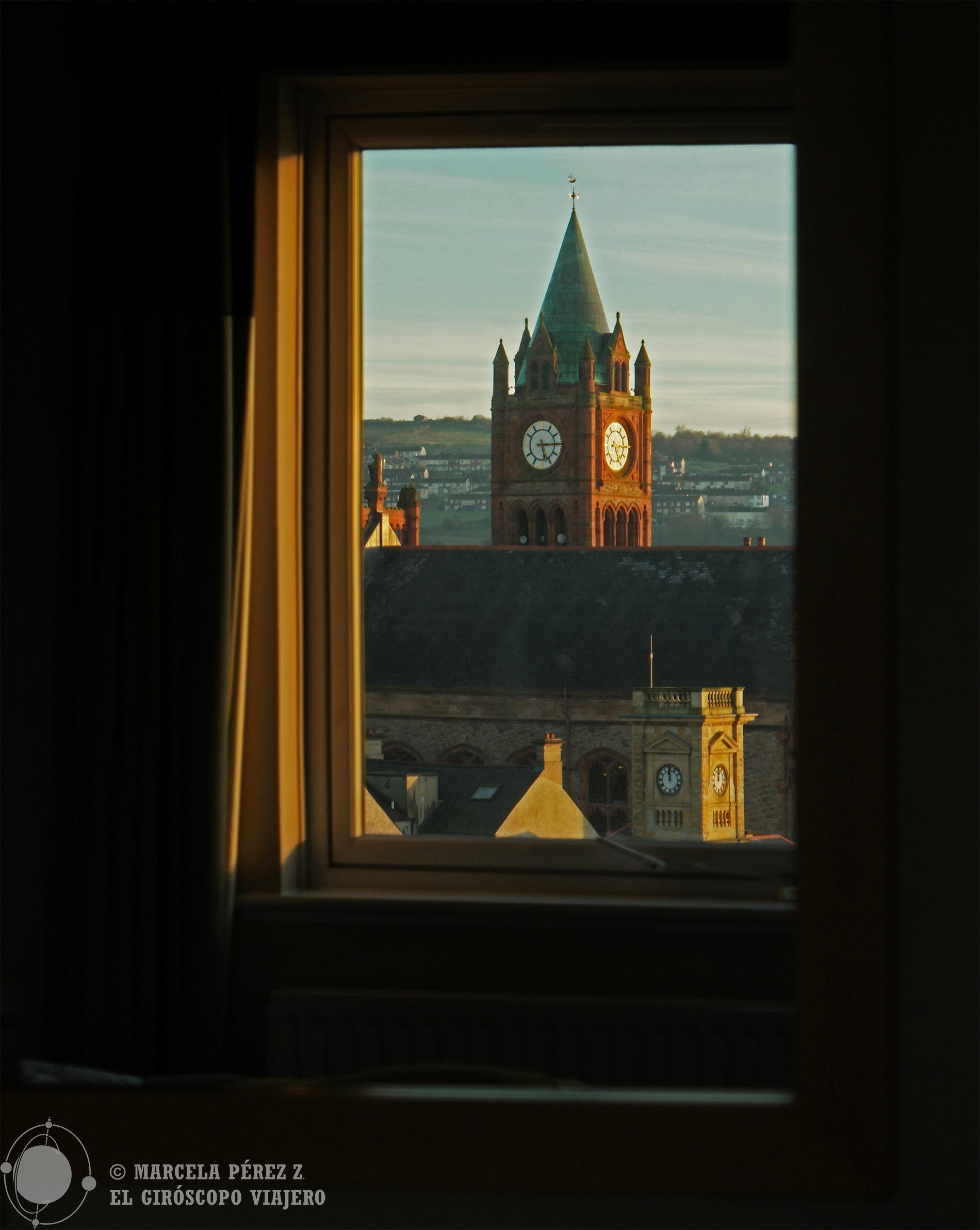 Vistas espectaculares del Guildhall desde el City Hotel en Derry