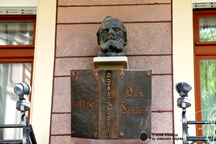 Busto del escritor ruso Dostoievski en la casa donde habitó