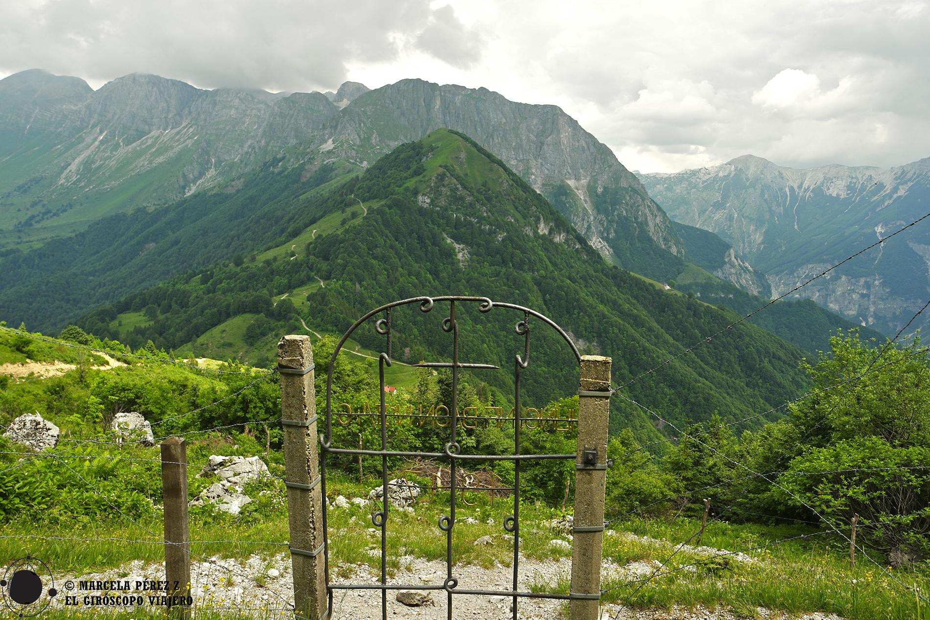 Entrada a la capilla húngara en el monte Mrzli Vrh