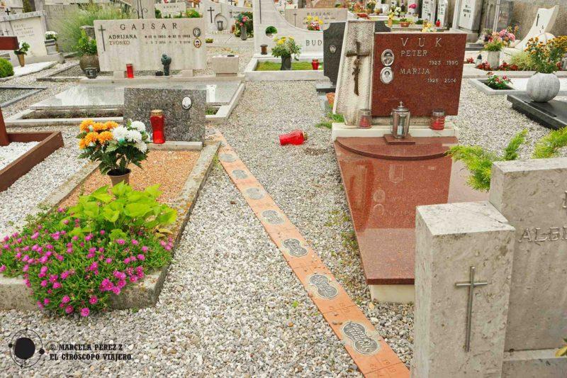 Cementerio de Miren, atravesado por la frontera
