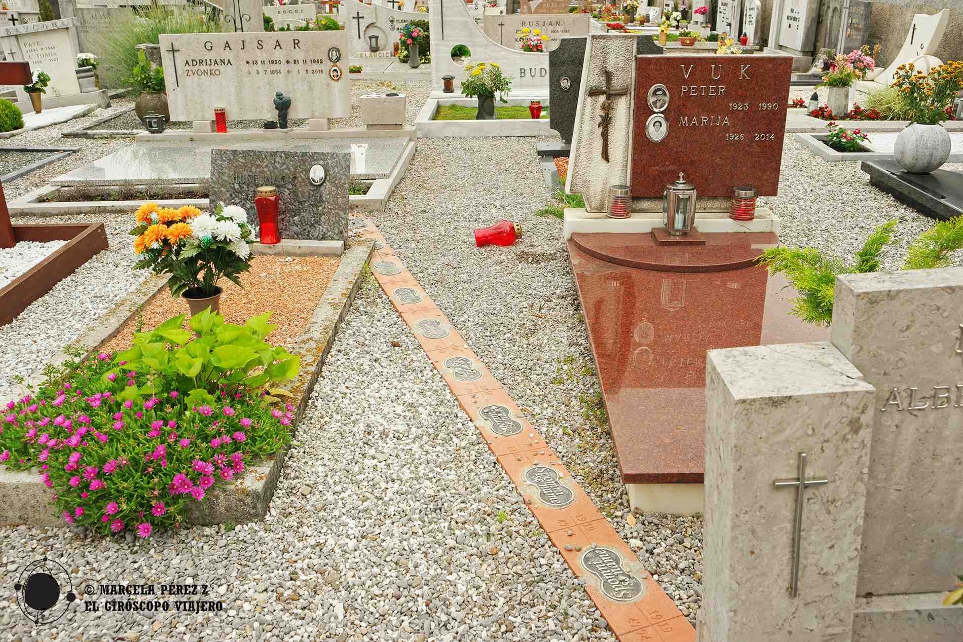 Cementerio de Miren dividido en dos por una frontera absurda