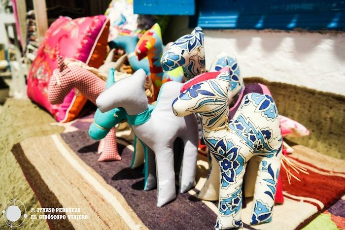Muñecos realizados a mano, pequeños camellos
