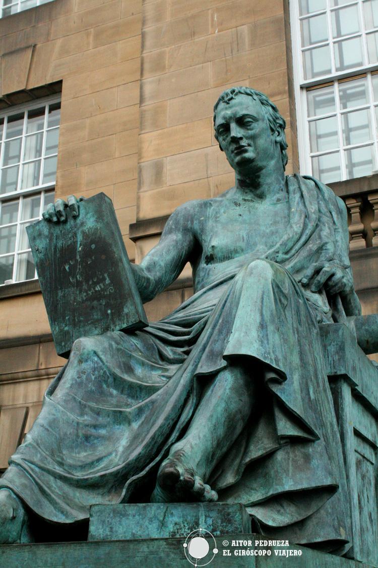 Estatua en memoria del humanista y filósofo Hume