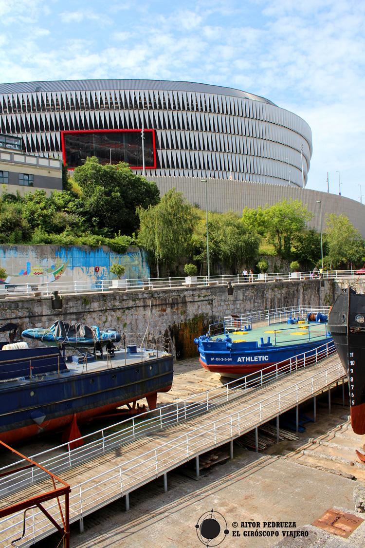 Gabarra del Athletic en los diques del Museo Marítimo de Bilbao