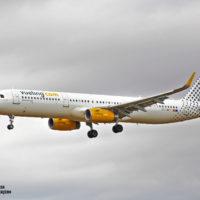 Spotters, cazadores de aviones en el Mirador del aeropuerto del Prat de Barcelona