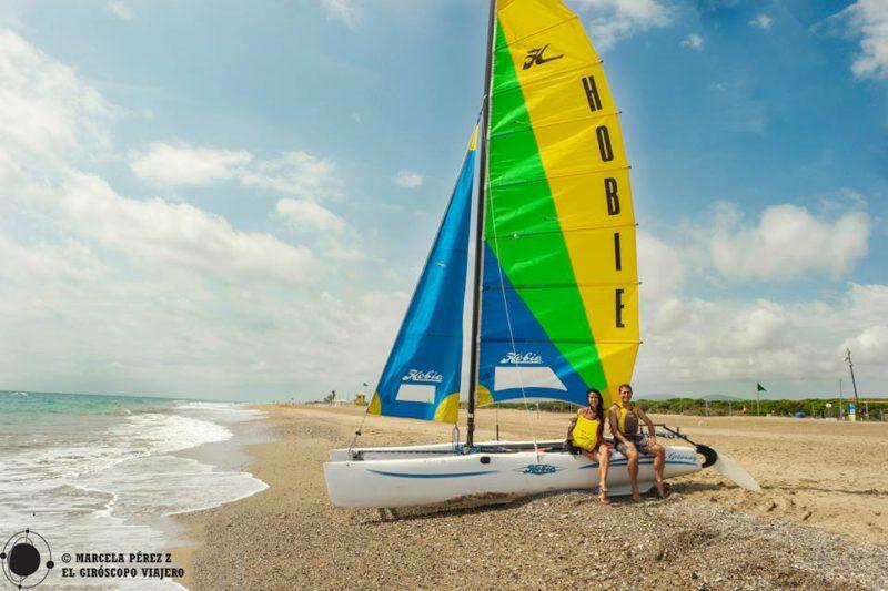 Catamarán en la Playa del Prat