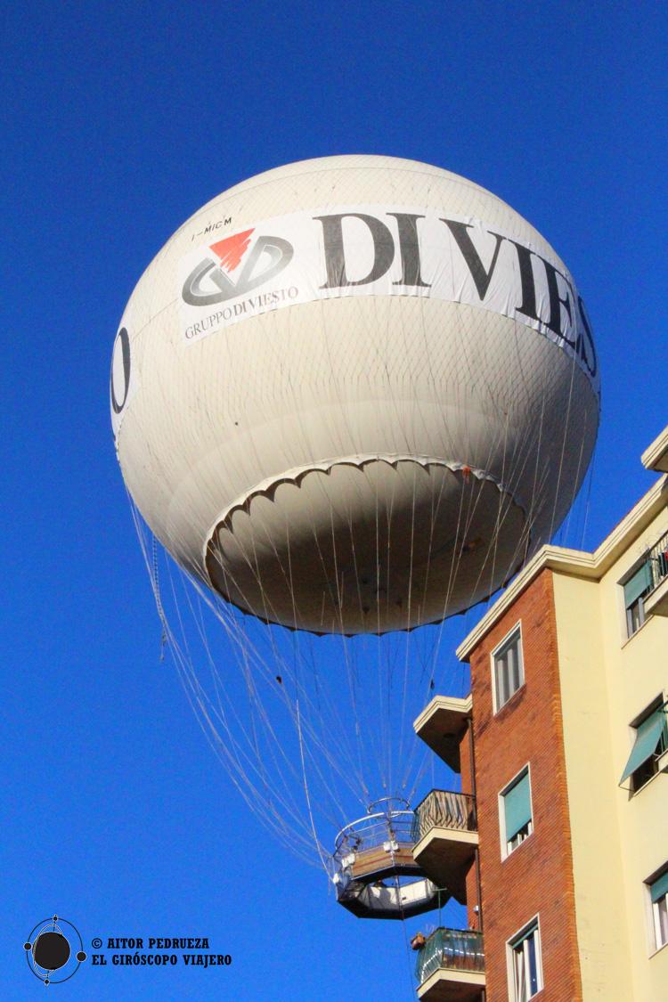 El característico globo sobrevolando el mercado Balon