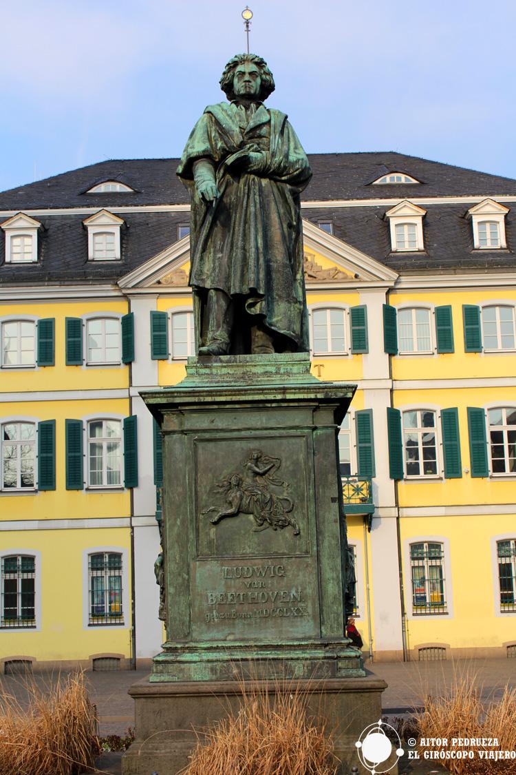Estatua de Beethoven en el centro de Bonn