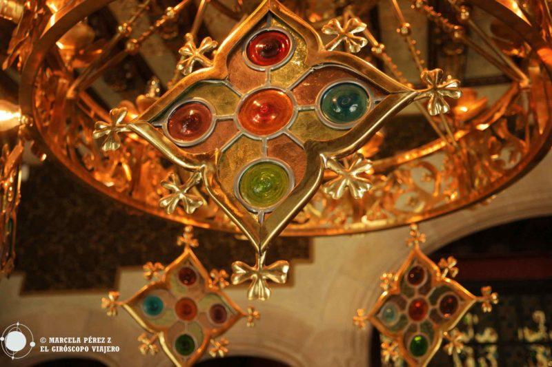 Detalle de una de los preciosos candelabros que adornan Casa Amatller