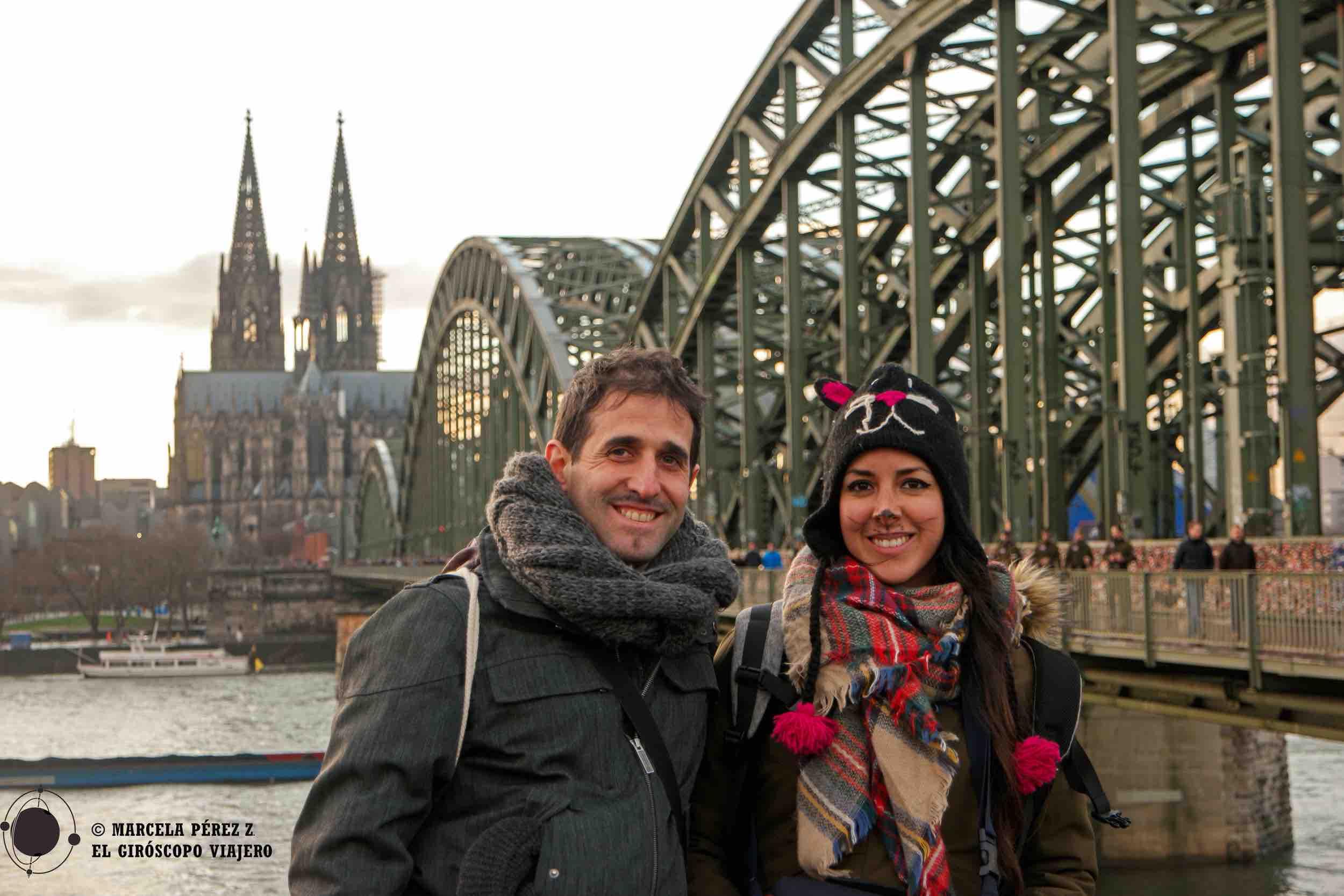 Con la majestuosa catedral de Colonia a nuestras espaldas