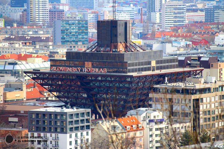 La Pirámide invertida, sede la radio eslovaca