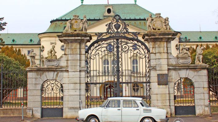 Ruta en un Škoda legendario por la Bratislava Post-Communista