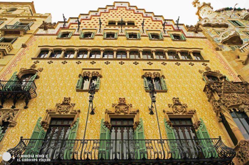 Fachada de Casa Amatller que atrapa con su impresionante diseño modernista