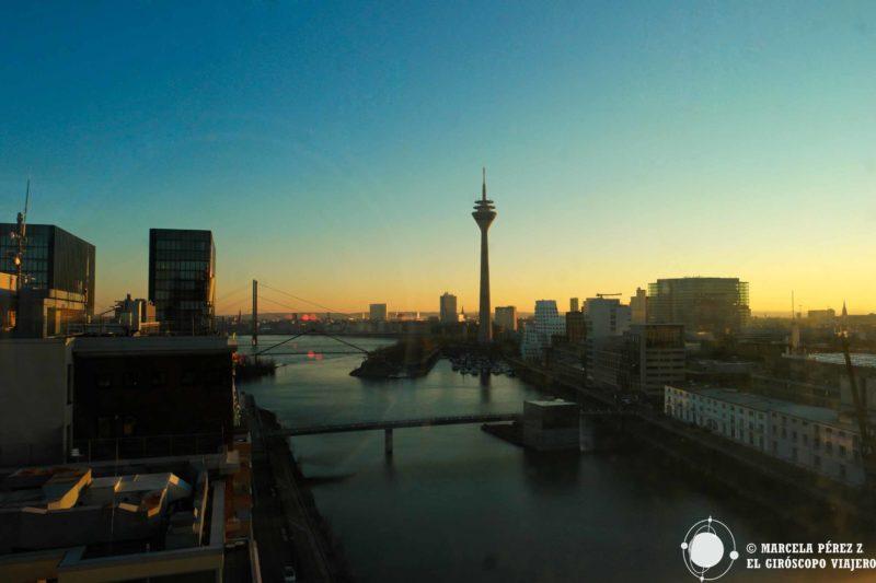 Así acarician los primeros rayos del sol a Düsseldorf. Vistas desde el hotel Innside Hafen. ©Marcela Pérez Z.