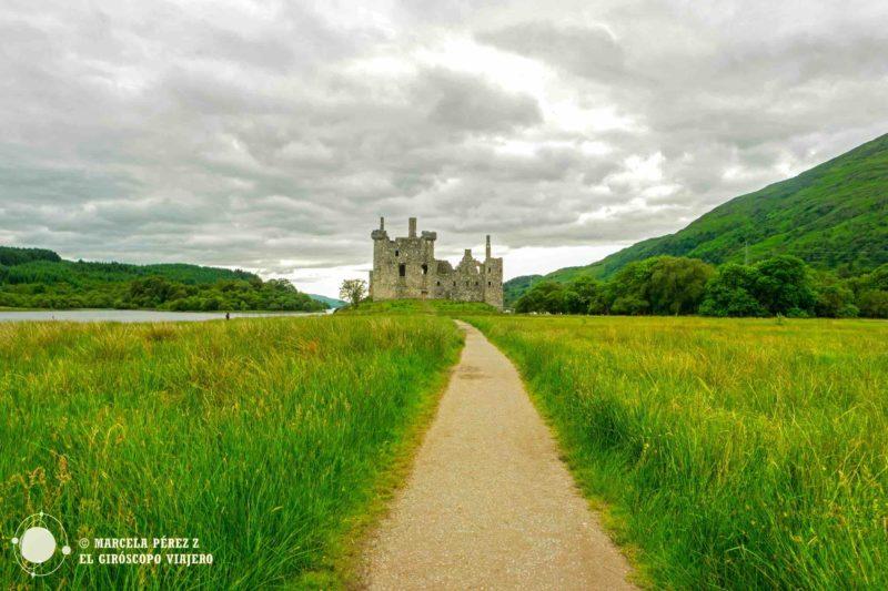 El Castillo de Kilchurn nos salude esplendoroso en la lejanía ©Marcela Pérez Z.