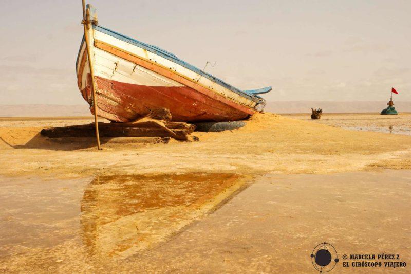Barcas que surcan las arenas en emitad del desierto. ©Marcela Pérez Z.