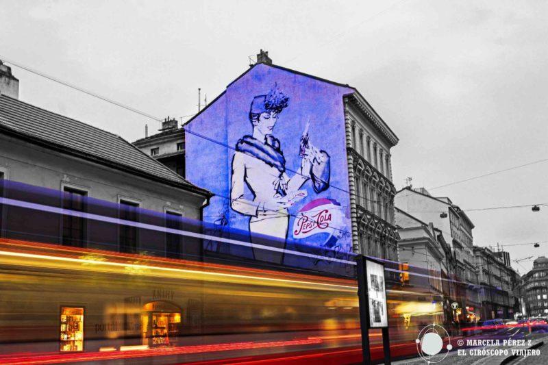Graffito sinérgico entre vida moderna y vintage ©Marcela Pérez Z.