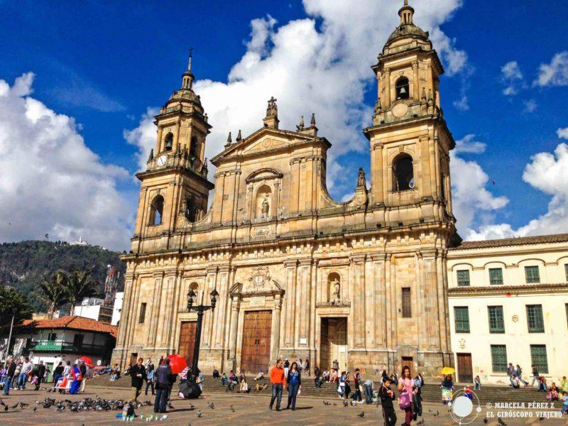 La preciosa Catedral Primada de Bogotá en la Plaza Bolívar