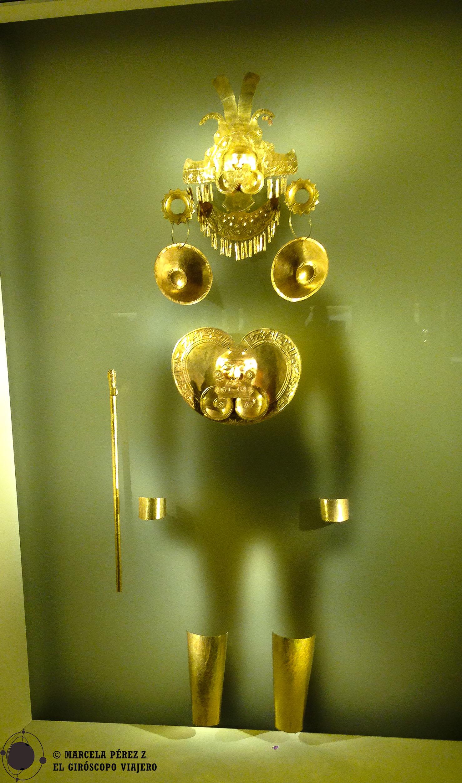 Vestimenta hecha de oro en el Museo del Dorado