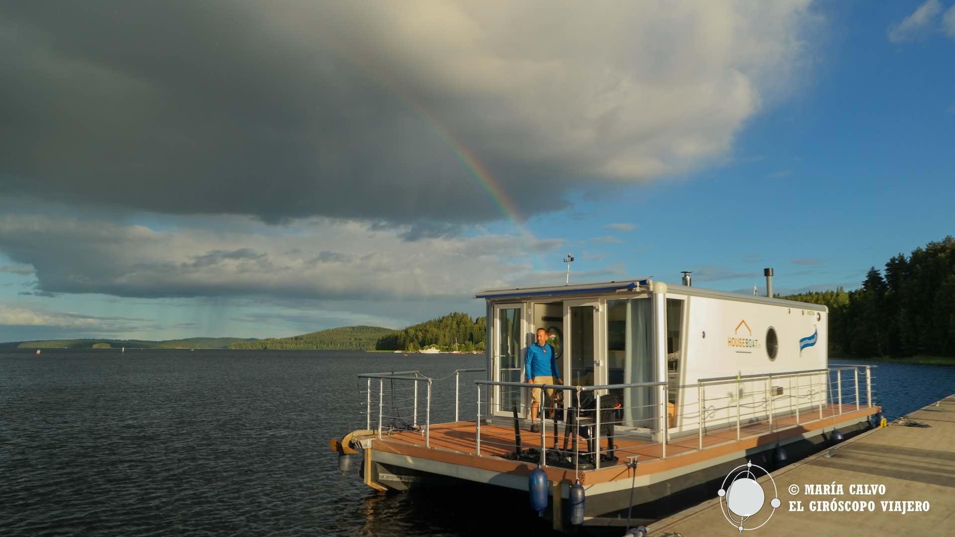 3e35b2e4875 Vacaciones en una casa flotante por los lagos de Finlandia -