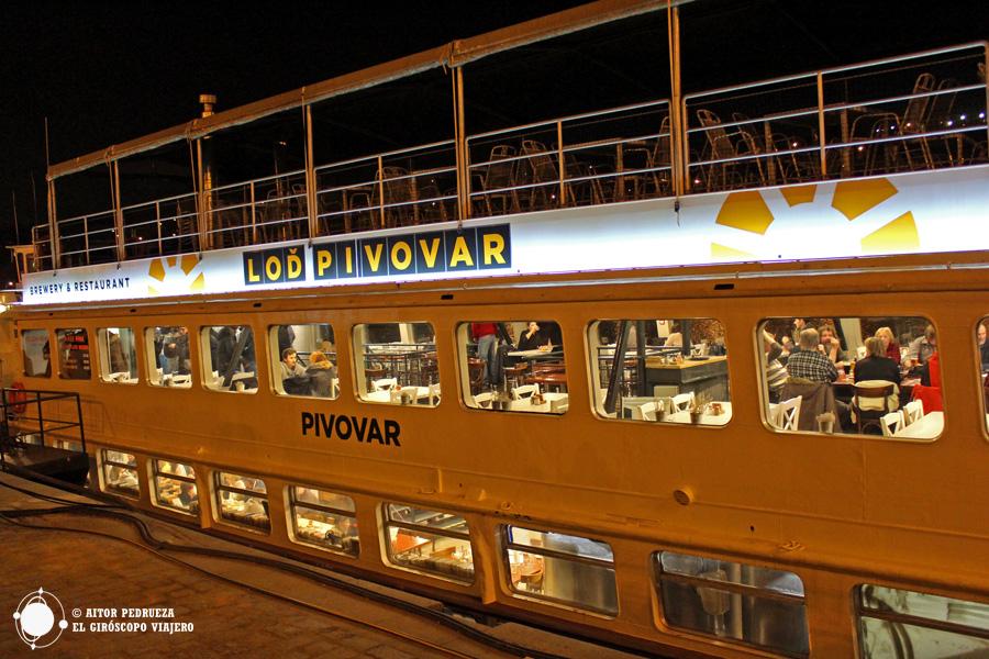 Cervecería dentro del barco Lod Pivovar, una curiosa manera de probar las cervezas de Praga