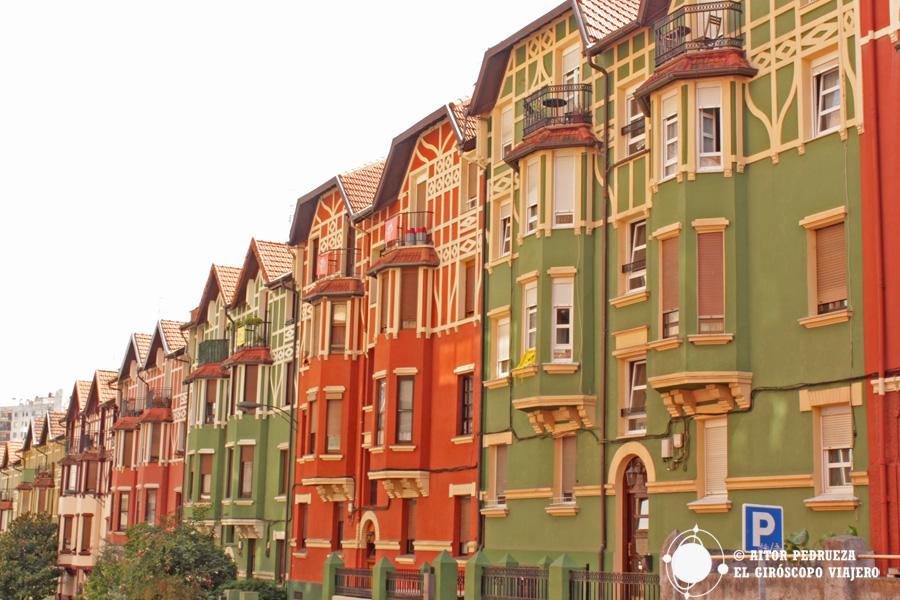 Casas de colores en el barrio de Bilbao de Irala