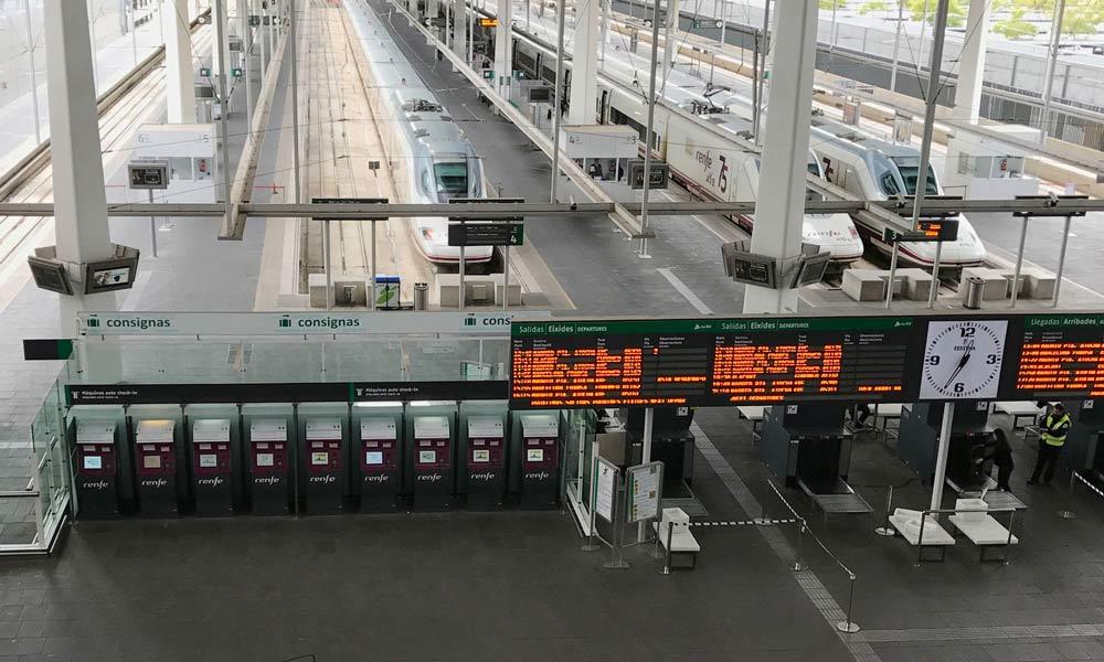 Estación Joaquín Sorolla Valencia con sus consignas