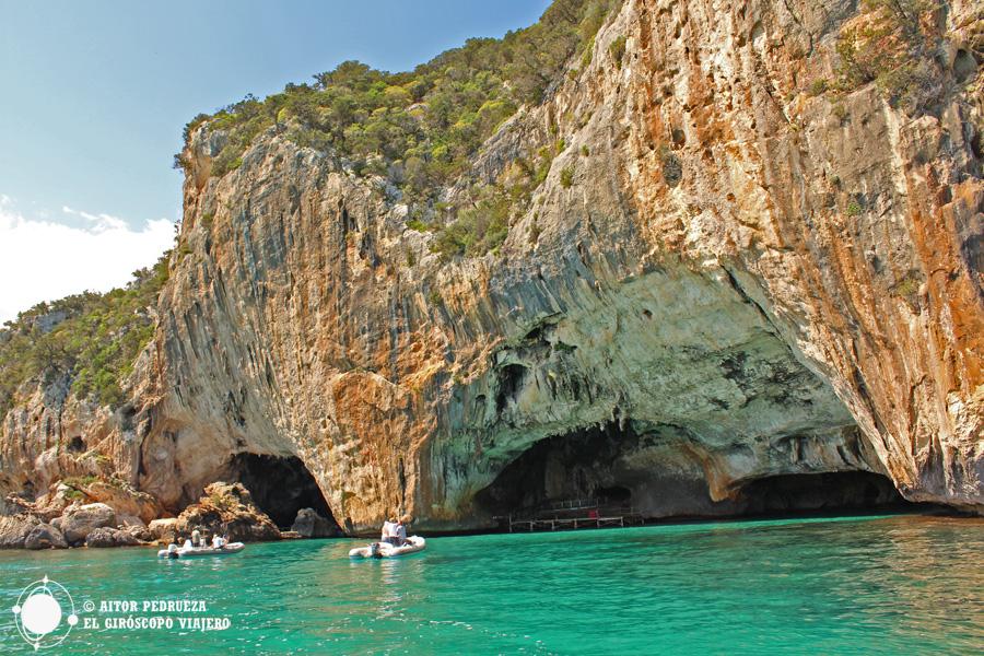 Entrada a la Cueva del Bue Marino