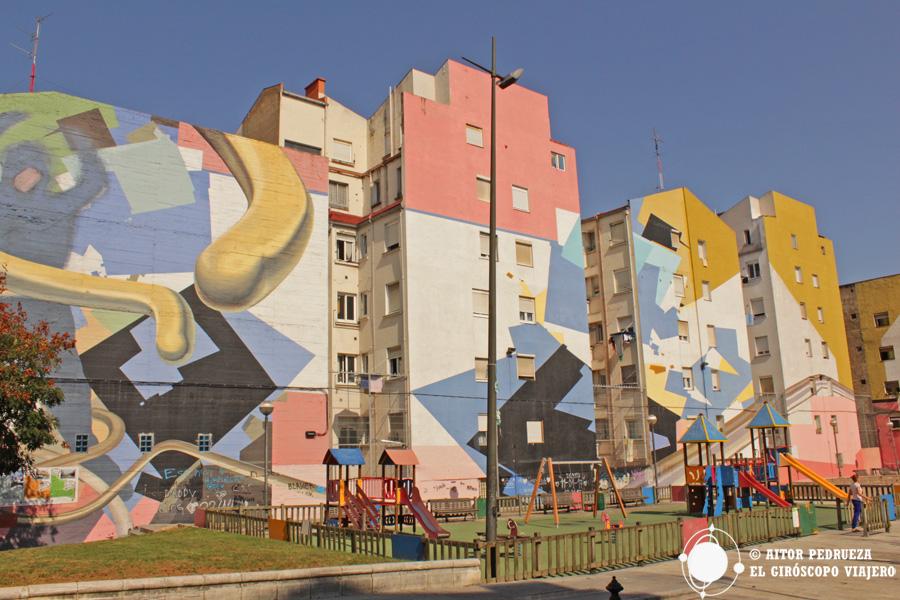 Murales al final de la Avenida Kirikiño