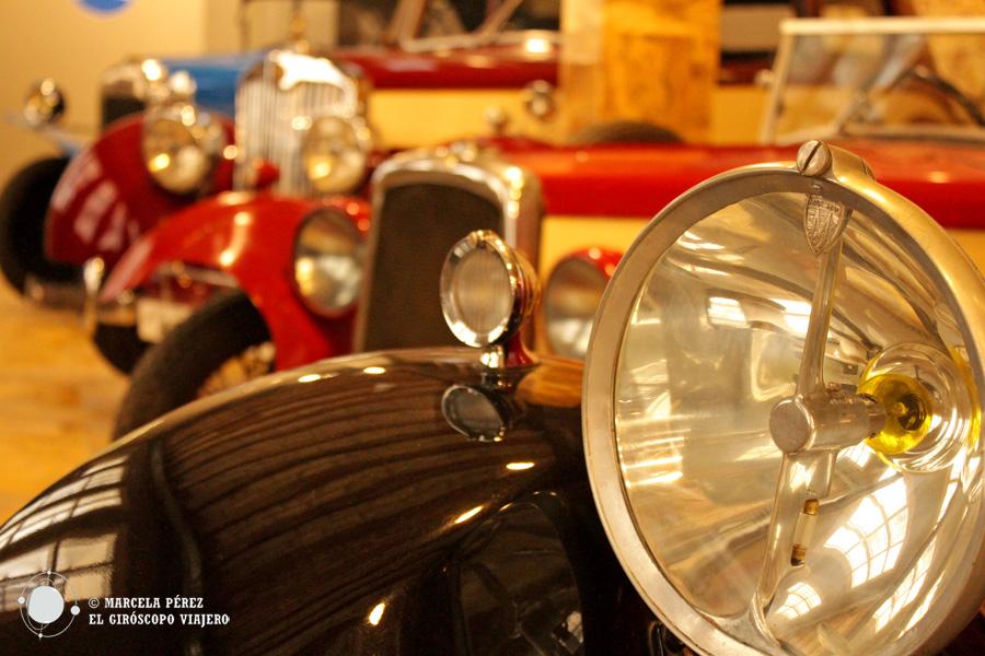 Más de ochenta coches y motos en el museo de Auto Retro de Barcelona