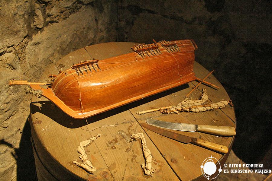 Reproducción de los barcos que tallaban los prisioneros del castillo