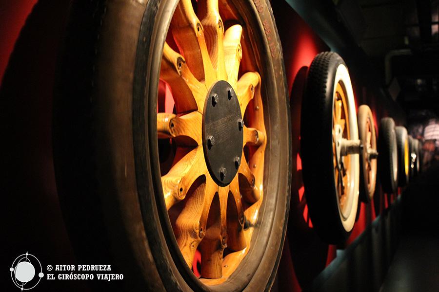 Muestra de la evolución del neumático en la historia de la automoción