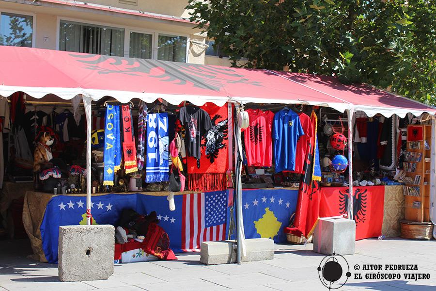 Banderas de Albania, Kosovo y Estados Unidos