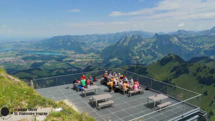 En Gruyères, Suiza, desde el Moléson se contempla el universo