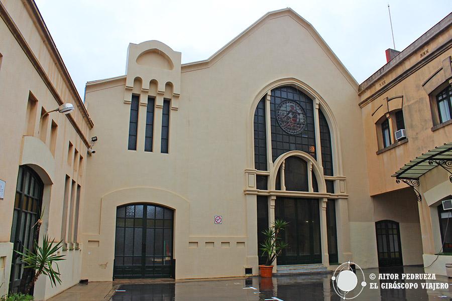 Edificio modernista de la fábrica de Anís del mono en Badalona
