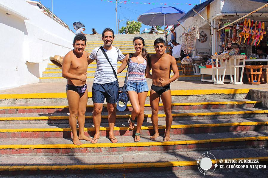 El equipo del Giróscopo con los clavadistas de la Quebrada