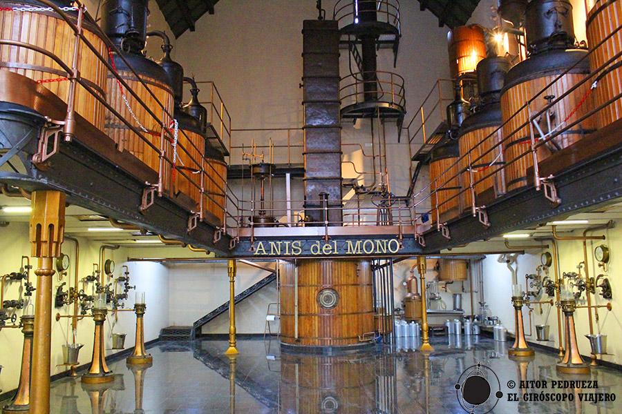 Sala de producción de la Fábrica de Anís del Mono