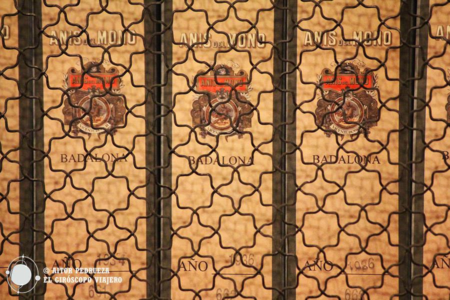 Libros de contabilidad en las oficinas de la fábrica de Anís del Mono